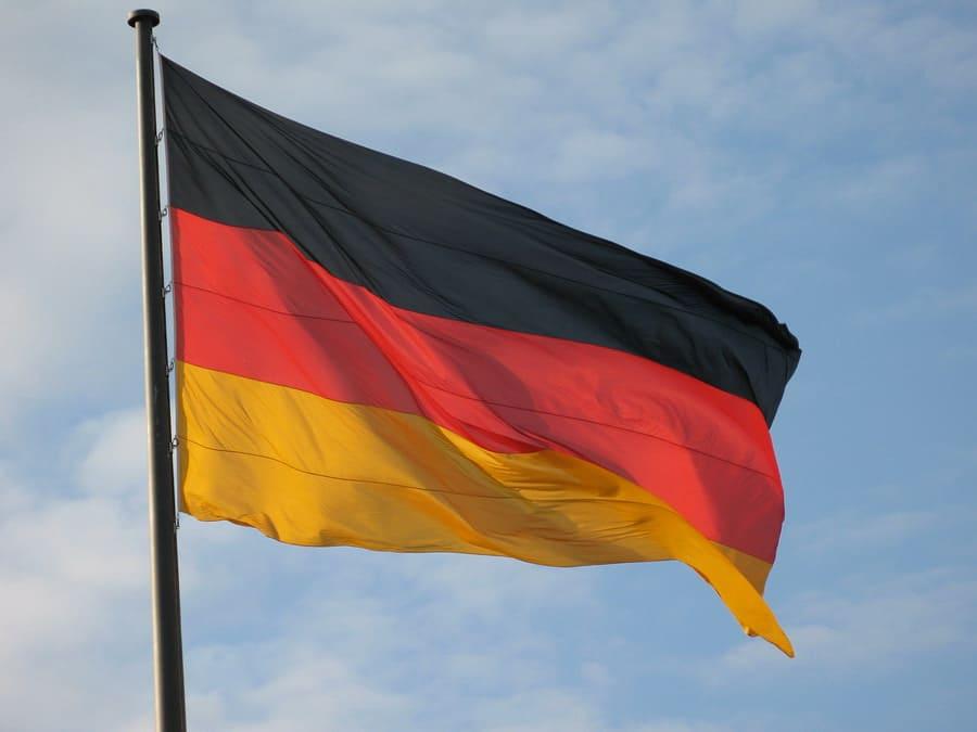 Треть жителей Германии хотят вложиться в криптовалюты