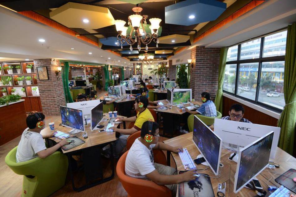 Хакеры получили 800 000 долларов, добывая криптовалюту в интернет-кафе Китая