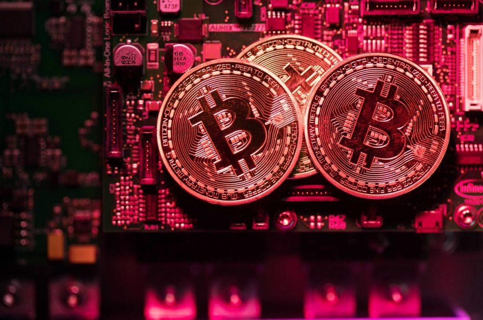 Криптовалютная индустрия растет в два раза быстрее, чем майнинговая промышленность