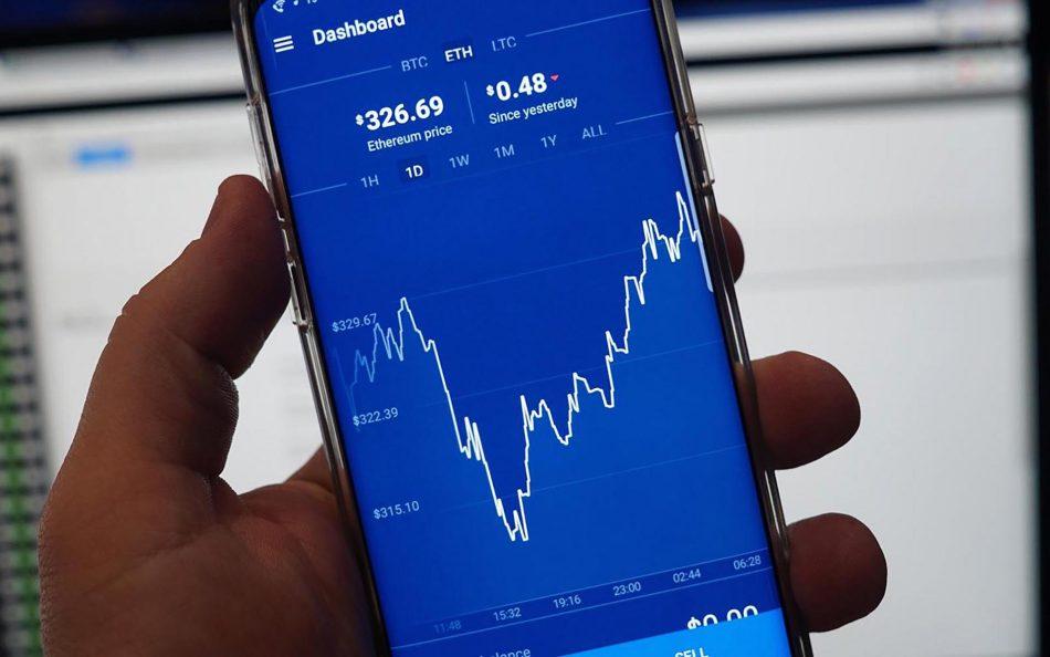 Количество пользователей Coinbase в США упало на 80%
