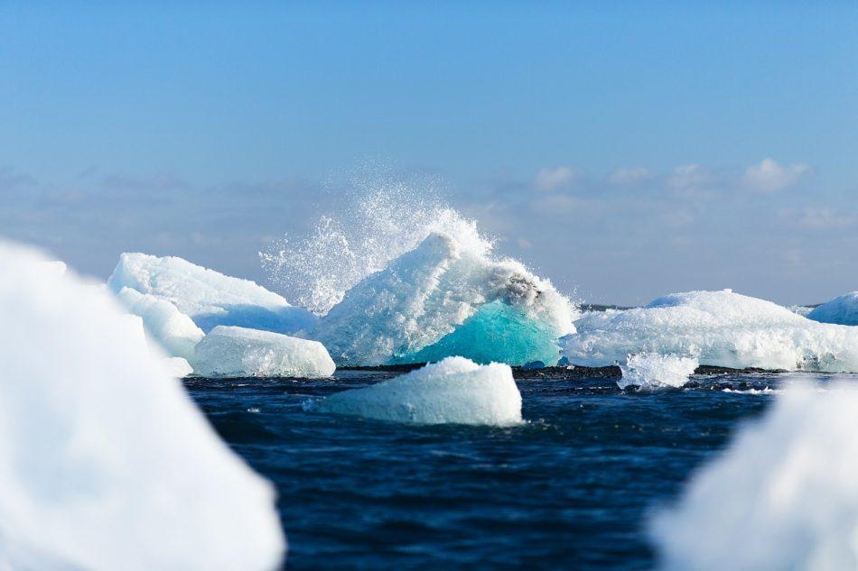 «Газпром» и Роскосмос займутся освоением Арктики