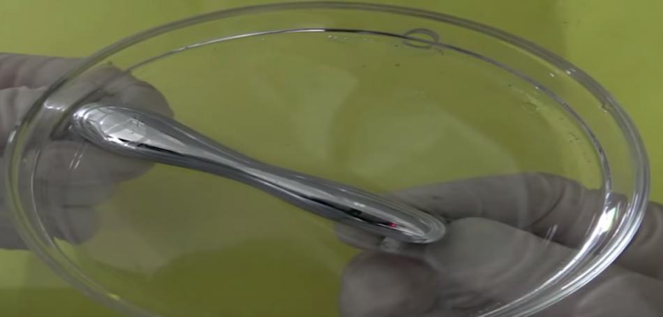 В США ученые манипулировали жидким металлом в трехмерном пространстве