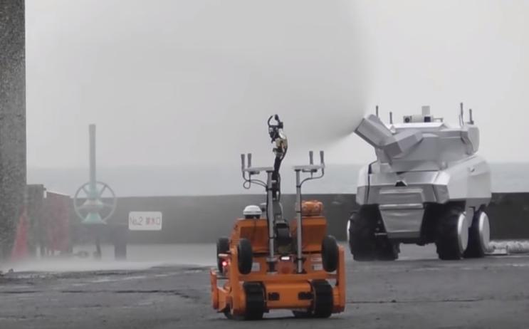 Компания Mitsubishi продемонстрировала работу двух роботов-пожарников