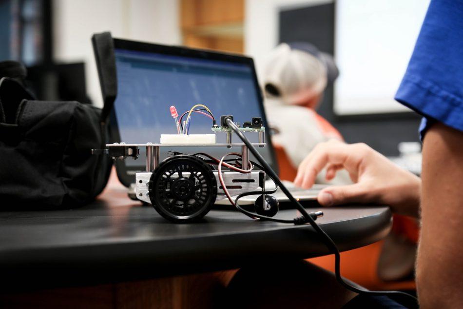 Истреблением колорадских жуков займется томский робот-фермер