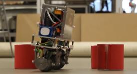 Нестабильный робот, использующий колеса Илона, имеет высокую маневренность