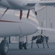 Четырехногий итальянский робот может отбуксировать самолет