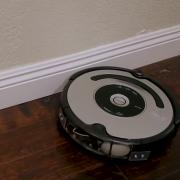После столкновения со стенкой робот-пылесос начинает ругаться матом