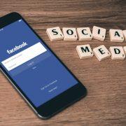 Чтобы обучить искусственный интеллект сотрудникам Facebook приходится отслеживать сообщения пользователей