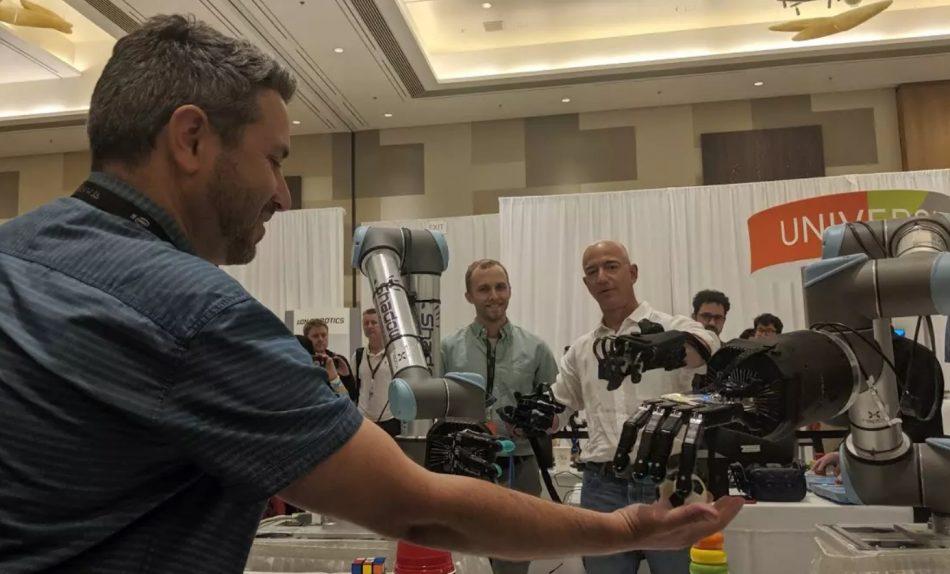 На выставке Amazon британцы показали свою роботизированную руку