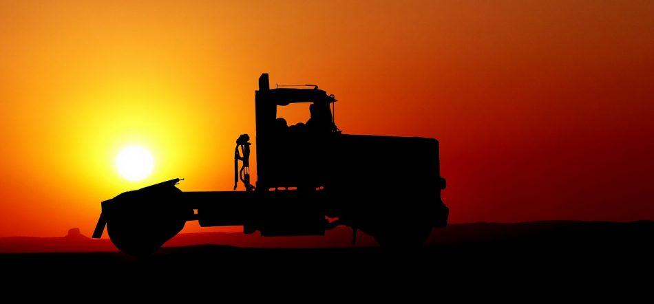 Илон Маск сообщил, что производство первых электрических грузовиков отложено до 2020 года