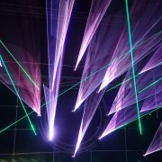 Светофор создаст лазерную проекцию, чтобы предупредить водителя о пешеходном переходе