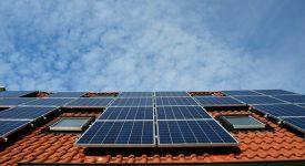 Tesla начнет производить крыши из «солнечной черепицы»