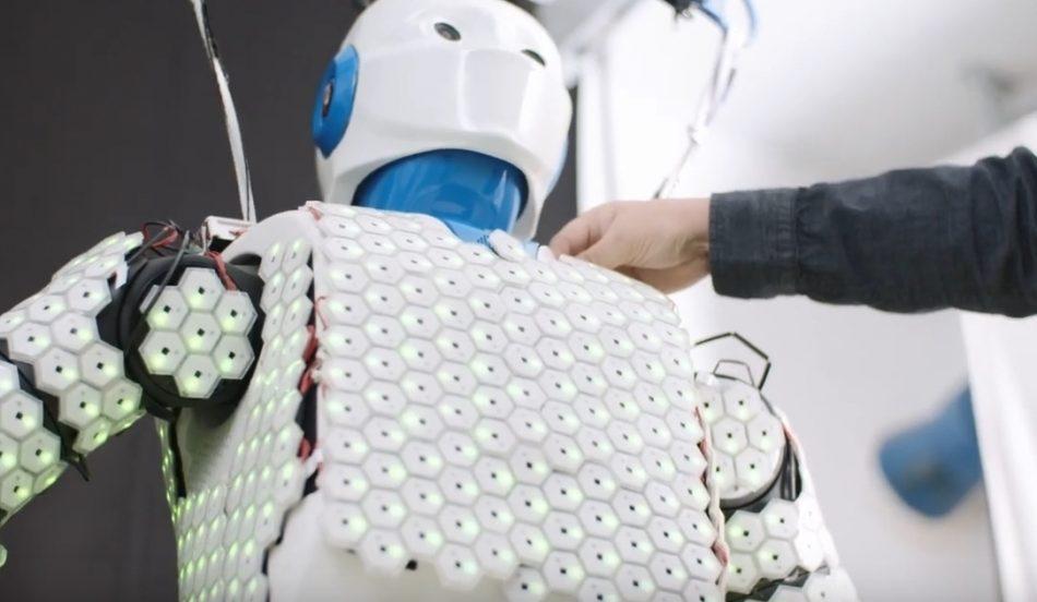 Робот с чувствительной кожей