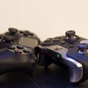Геймпады PlayStation 5 и Xbox